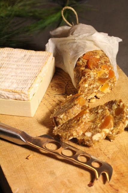 On dine chez Nanou | A servir aussi bien avec du foie gras , qu'avec un plateau de fromages : un saucisson de fruits secs |          Je vous propose une recette ancienne faite il y a 2 ans mais que je refais très régulièreme...