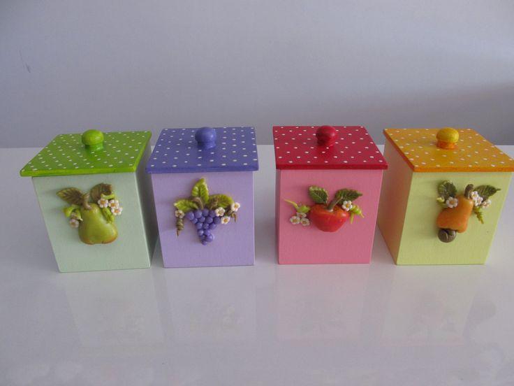 Potes de MDF decorado com biscuit