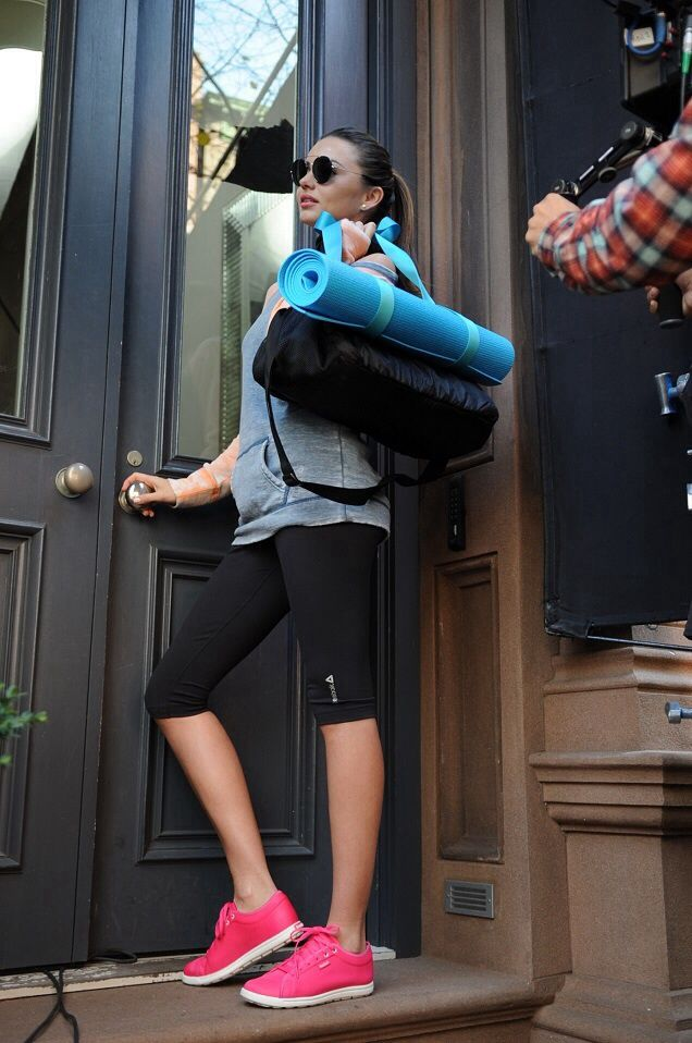 Miranda Kerr wearing Prada SPR 53PS ROUND-FRAME SUNGLASSES Reebok SKYSCAPE RUNAROUND Shoes in Pink Fusion Reebok PWR Fitted Capri Reebok STU...