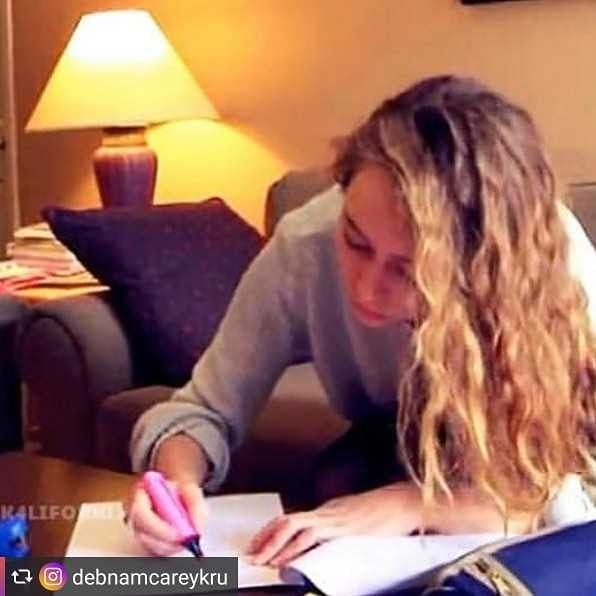 #Repost from @debnamcareykru  - - - - - -@alyciajasmin #lexa #the100 #heda #longliveheda #lexadeservedbetter #season3 #leashyloo #clexa #clexakiss #elizataylor #ej #adc #clarke #aliciaclark #ftwd #amaizing #aussie #giantsquids #actress #comiccon #gaykru  #elyzalex #thepowerwomen #titusISTG #debnamcareykrutag- -comment ''if you got this far for some strange reason #InstaSaveApp #QuickSaveApp