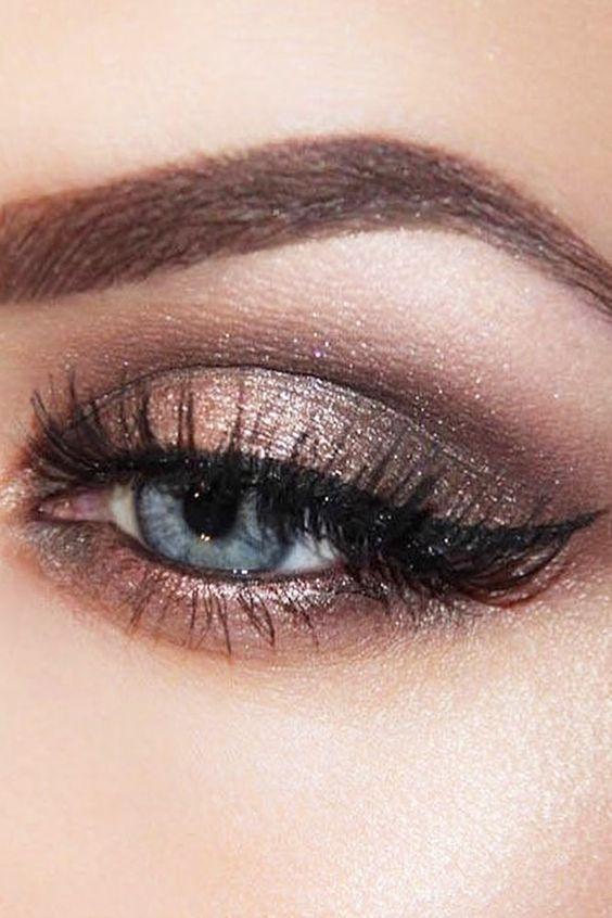 34 idées de maquillage pour illuminer les yeux bleus