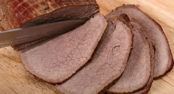 Aprenda a cozinhar uma clássica carne de panela, um prato rico em proteína e ferro, nutrientes essenciais para uma gravidez saudável.