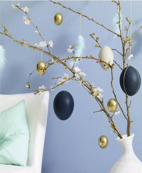 blu and gold easter tree