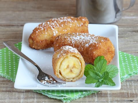 Beim Chinesen oder Thailänder können viele von uns nicht drauf verzichten: Gebackene Bananen! Warum nicht ganz einfach und preiswert zu Hause selber machen?