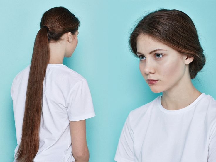 Сделать низкий хвост, конец которого продеть сквозь основание.  Заплести обыкновенную косу, закрепить ее резинкой и сложить ее с помощью шпилек в произвольный пучок. Чем длиннее волосы, тем больше времени займет прическа.