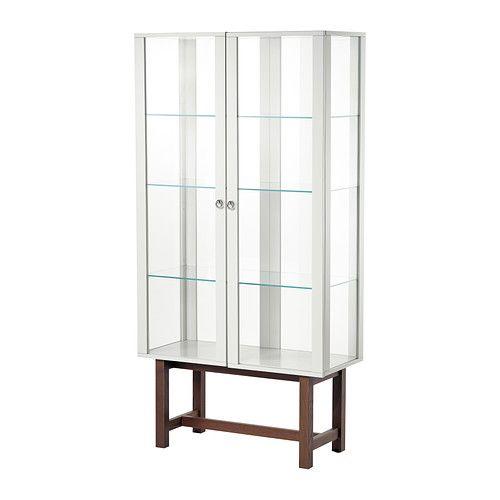 STOCKHOLM Kast met glazen deuren IKEA Vitrinekast van slijtvaste materialen als gehard glas, massief hout en metaal.