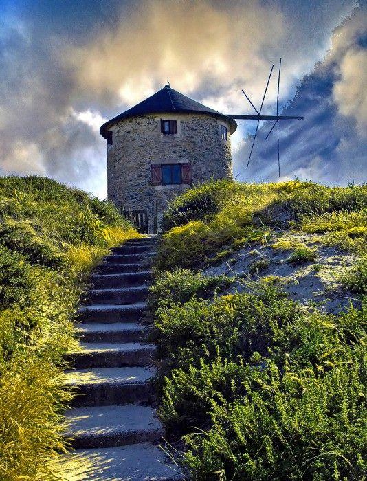 Path to the windmill - Minho, Portugal