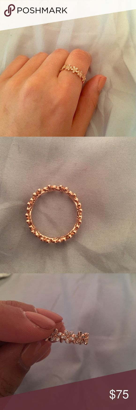Dazzling daisy pandora ring Rose gold worn only 4 times ! Brand new Pandora Accessories