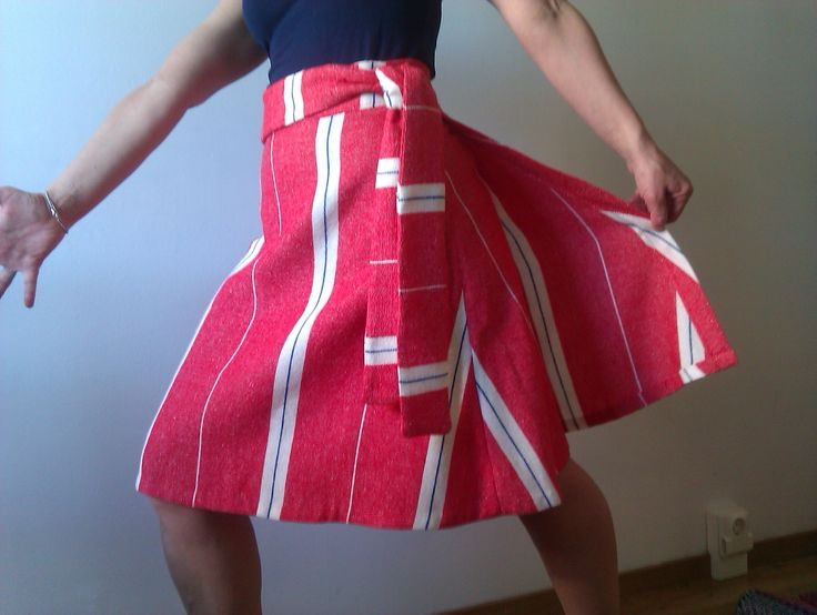"I made a vintage summer skirt! Pattern from ""Sew What! Skirts"".  http://missppelicano.blogspot.com"