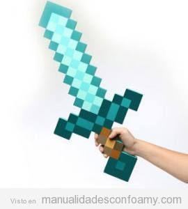 Manualidades goma eva niños. espada diamante de Minecraft