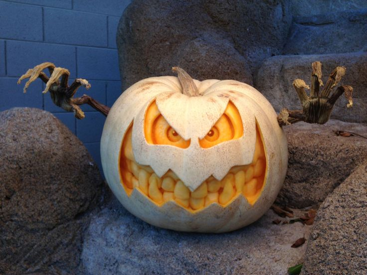Halloween Themed Entertainment | Halloween Pumpkin Carver | Pumpkin Sculpting  #makeup #party #costumes #food #decorations #Ideas #pumpkins #outfits #zombie #decor #DIY #carving