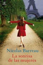 La Sonrisa De Las Mujeres. Aurélie, propietaria de un pequeño restaurante en París, destrozada porque su novio le acaba de abandonar, encuentra por casualidad un libro, La sonrisa de las mujeres, que no sólo le salva la vida, sino que cuenta su propia vida. Encantada e intrigada, contacta para conocer al autor, pero allí se topa con un adusto editor que, incomprensiblemente, no hace más que poner absurdas para que no se produzca el encuentro de Aurélie con el misterioso escritor.
