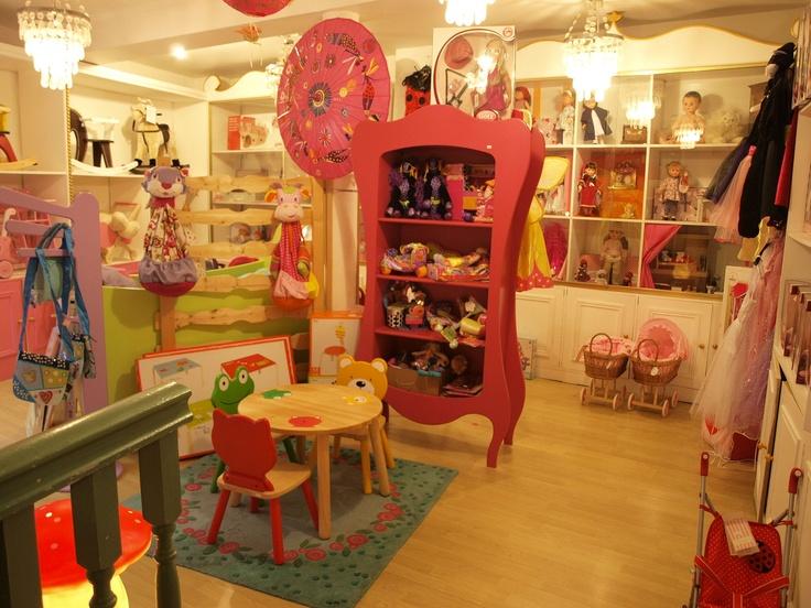 DECORATION DE CHAMBRE le Chat Bleu, Rhone-Alpes, France, toy shop display