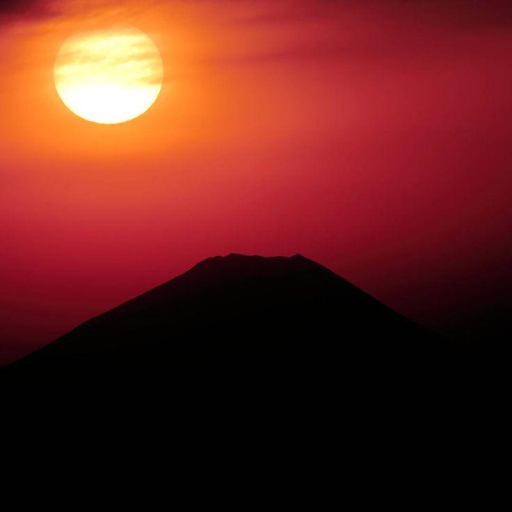 昨日のゲートブリッジからの富士山と夕日です。。 綺麗にダイヤモンド富士しました! また、ダイヤモンド富士バージョンは後日アップします(^ー^) Location tokyo japan * #team_jp_  #夕景 #icu_japan #team_jp_東(東京都)#loves_nippon #マジックアワー #igpowerclub #ダレカニミセタイソラ #wu_japan #カメラ好きな人と繋がりたい #loves_world #igglobalclub #ig_serenity #富士山 #igs_world #igs_asia  #mtfuji #sunset #夕日 #東京カメラ部 #tokyocameraclub #instagramjapan #team_jp_skyart #ファインダー越しの私の世界 #igersjp #instagram #colors_of_day #japan_daytime_view #ig_eurasia #big_shotz