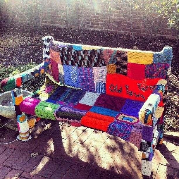 Patchwork Bench | 32 Incredibly Cool Yarn-Bombings To Brighten YourDay http://restreet.altervista.org/guerrilla-knitting-la-street-art-delle-casalinghe/
