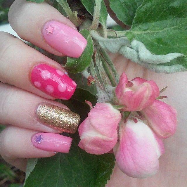 #polkadotnails #skittlette #realnails #girlynails #kesäkynnet #instanails #omenapuunkukka #appletreeblossom #summernails #pinkitkynnet #nailartdesign #nailart #naildesign #sommarnaglar