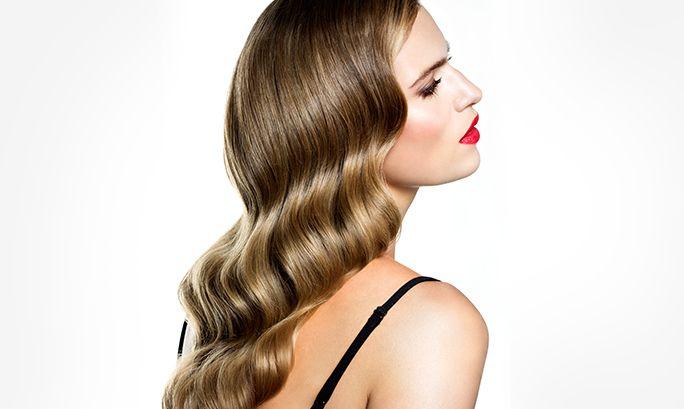 Ondas de Hollywood. Si hay un peinado glamuroso, desde luego son las ondas. Actualizamos el peinado preferido de las actrices de los años 50 en la época del Hollywood dorado. Te enseñamos cómo conseguirlo en 4 sencillos pasos.