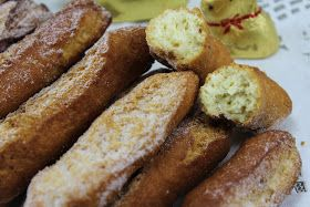 Huesos de San Expédito cocina tradicional. Dulce de Sevilla, tradicional por Semana Santa. Rosquillas cocina tradicional,