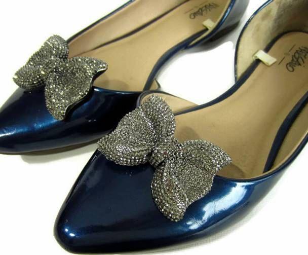 Dark Glitter Bow Shoe Clips, Dark Silver Shoe Clips, Dark Resin Bow, Bow Shoe Buttons, Silver Shoe Accessories by ShoesNChampagne on Etsy
