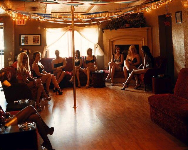 Фотограф посетил все бордели Невады. Вот какие они на самом деле