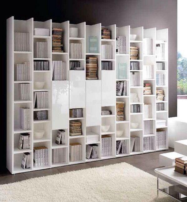 Espectacular estantería lacadas en blanco , combinada con puertas