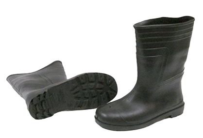 All safety shoes are made with anti skidding soles to prevent the trips and falls of workers at work site .The shoes have traction which gives prevention even from falls from ladder and any type of chemical spillovers. For more details to here.