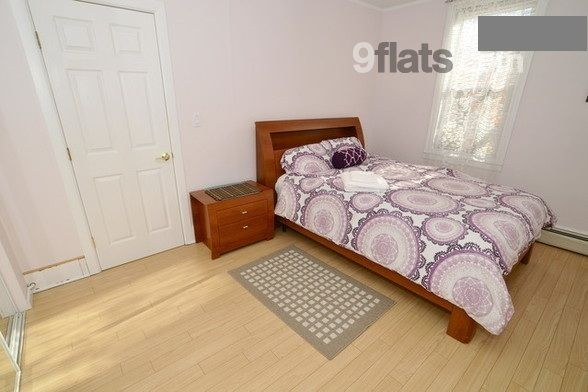 Book Family-friendly House with Air conditioning in Jersey City-West Slope from R824 at 9flats.com