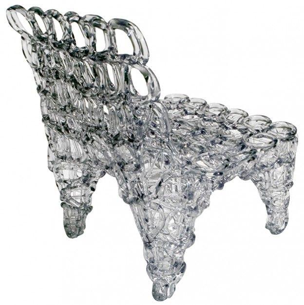 Krzesło Fresh Fat jest jednym z najlepiej rozpoznawalnych projektów Toma Dixona. Wykonane z wytrzymałego, choć podatnego na formowanie transparentnego plastiku. 2004 rok.