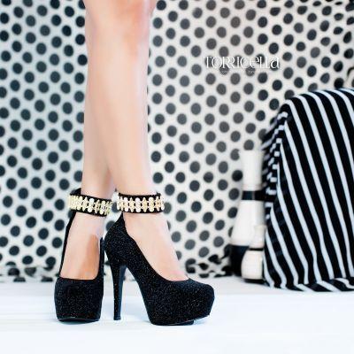 Salto alto: 190,00 Tamanhos disponíveis: 34, 35, 37, 38. Sapato boneca feminino com meia pata, material em sintético nas cores preto e brilho, meia pata interna, palmilha na cor preto, salto encapado com material sintético na cor preto com brilho e com 13,5 cm de altura, sola coletada cor preto.   Whatsaap: 61 985458684 https://www.facebook.com/soeirofashion/ #soeirofashion #torricella #saltoaltomeiapata #sandáliapreta #fimdeano #formatura #festa