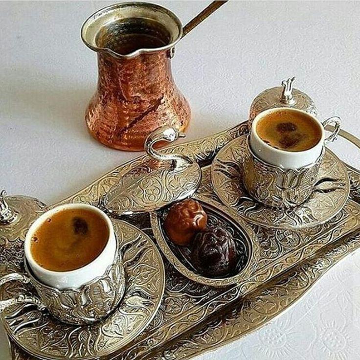 """""""Gaziantep Bakırcılar Çarşısı'ndan alınmış el emeği bakır cezve fincan takımında Türk Kahvesi sunumu.. . . . #Repost @balkiz_nur_gunlugu"""""""