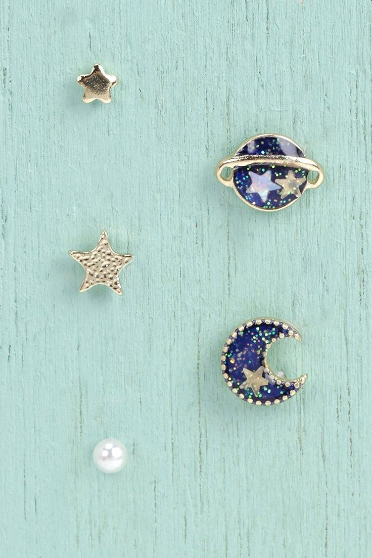 This earring set is so pretty! Boohoo have a great selection of bargain jewellery perfect for secret santa!