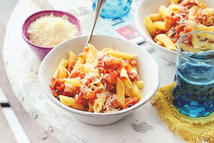 Kijk wat een lekker recept ik heb gevonden op Allerhande! Pasta met tomaat en pancetta