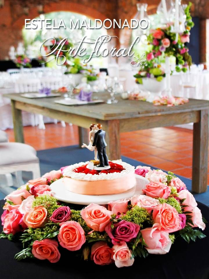 Pastel de bodas diseño floral  #vintage #bodas #bodasmexico #sanmigueldeallende #guanajuato #wedding #centerpiece #floral