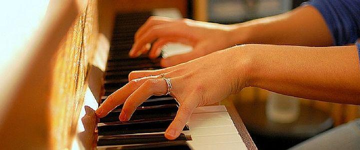 3 Piano Hand Position Exercises for Beginners http://takelessons.com/blog/piano-hand-position-exercises-z06?utm_source=Social&utm_medium=Blog&utm_campaign=Pinterest
