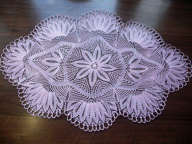Научимся сегодня вязать красивую салфетку спицами. Описание и мастер-класс. Используя схему салфетки, можно связать красивую шаль спицами.