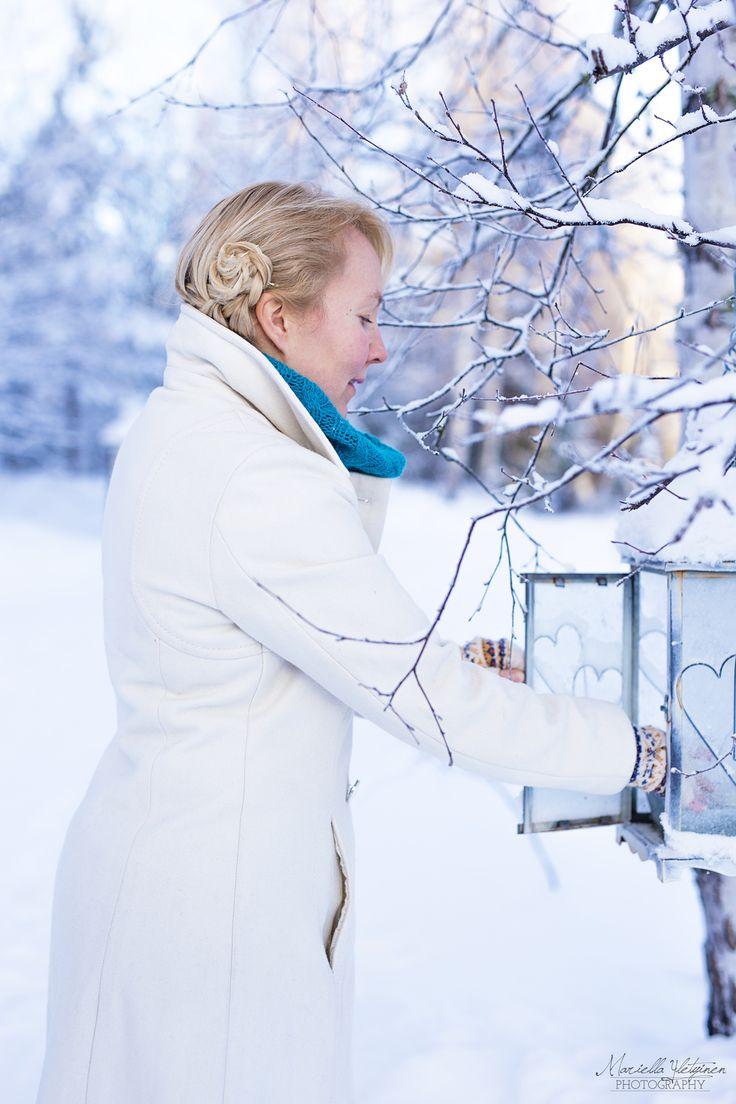 Winter scandinavian woman photography | Mariella Yletyinen Photography