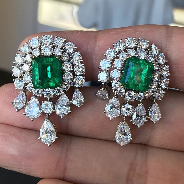 GORGEOUS and beautifully designed emerald and diamond ear clips by @vancleefarpels come up @sothebys sale of #magnificentjewels on December 8 in #NYC #sothebysjewels #VCA