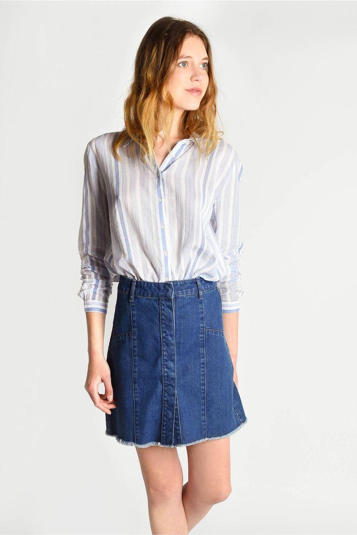 """<p>La chemise BAVARO rayée bleue et blanche est féminine est très agréable à porter grâce à sa composition 100% coton.</p> <p style=""""padding-left: 30px;"""">- 100% Coton<br />- Col chemise et manches longue <br />- Rayures larges en all over<br />- Patte de"""