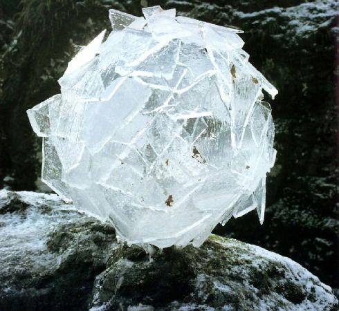 andy goldsworthy    (meditation device)    atriums:  slabbb-blockkk-hilarious: