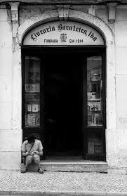 Livraria Barateira Rua Nova Trindade Coelho, 16 (fechou em 2012 ou 2013?)
