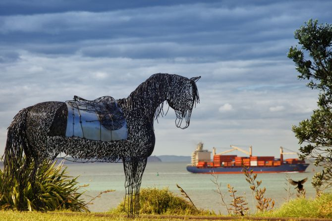 War Horse equine sculpture by Sharon Earl. Commemorating the immense efforts and sacrifice of those men and horses that served New Zealand during WWI. Especially dedicated her her Great Uncle J.R. Patterson who was buried at sea off the coast of Aden on his return home. #sculpture #horse