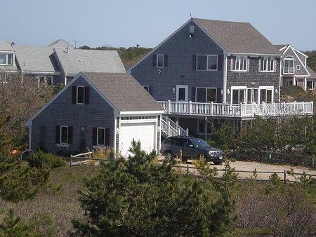 Casa frente al mar en Cape Cod #USA. Observa el atardecer desde la terraza privado o desde la piscina. #vacaciones