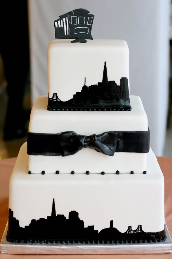 How perfect is this black and white cake for a wedding in San Francisco?!