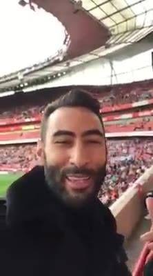 En direct de Londres à l'Emirates Stadium déjà 2-1 pour arsenal Le foot anglais c'est vraiment pas mal enjaillement total Bonne soiree la famille