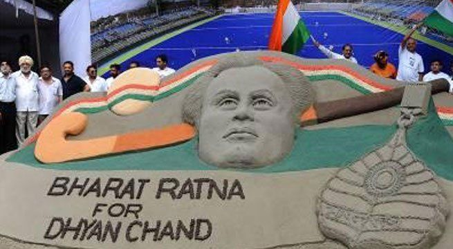 New Delhi: The Sports Ministry has written to the Prime Minister's Office, requesting Bharat Ratna for the late Dhyan Chand in what can considered be its latest push to bestow the hockey legend with India's highest civilian honour. Sports Minister Vijay Goel confirmed that he has...