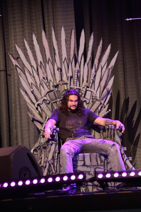 Jason Momoa Game of Thrones  A wonderful picture found on twitter, from a 'con' event.
