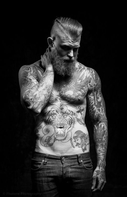 #barbas y #tattoos perfecta combinaciòn en nuestro tablero http://es.pinterest.com/SantanaHairArt/beards-moustaches/