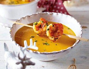 Das Rezept für Kürbis-Kokos-Suppe mit Garnelenspieß und weitere kostenlose Rezepte auf LECKER.de