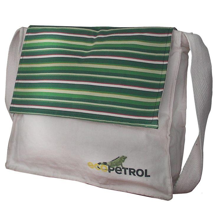 Mochila ecológica eco 27 Maletín con tapa en Lona 100% algodón crudo biodegradable. Medidas aproximadas Ancho:39cm Alto:31cm fuelle: 7cm.