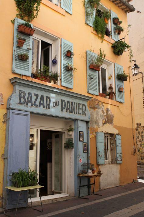 Où faire de magnifiques photos à Marseille ? Des photos insolites et des photos souvenirs de la cité phocéenne ? Quand on part en voyage ou même quand on vit dans une ville, on est toujours à la recherche d'inspiration pour faire de belles photos. Pour les amateurs de photographie, Marseille est une ville rêvée tant